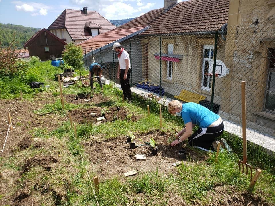 Preparation des jardins partages en mai 1